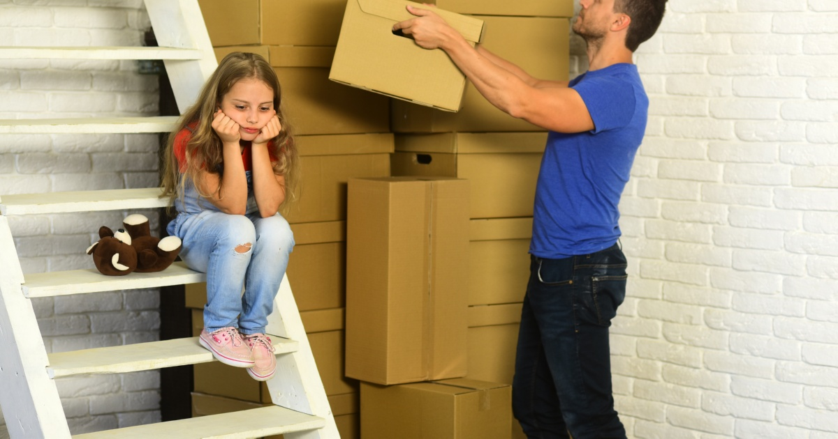 reubicación de niños después del divorcio